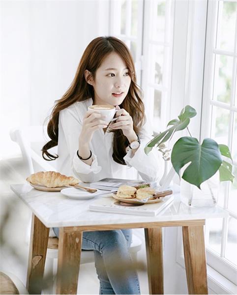 Chụp hình cùng bàn trà