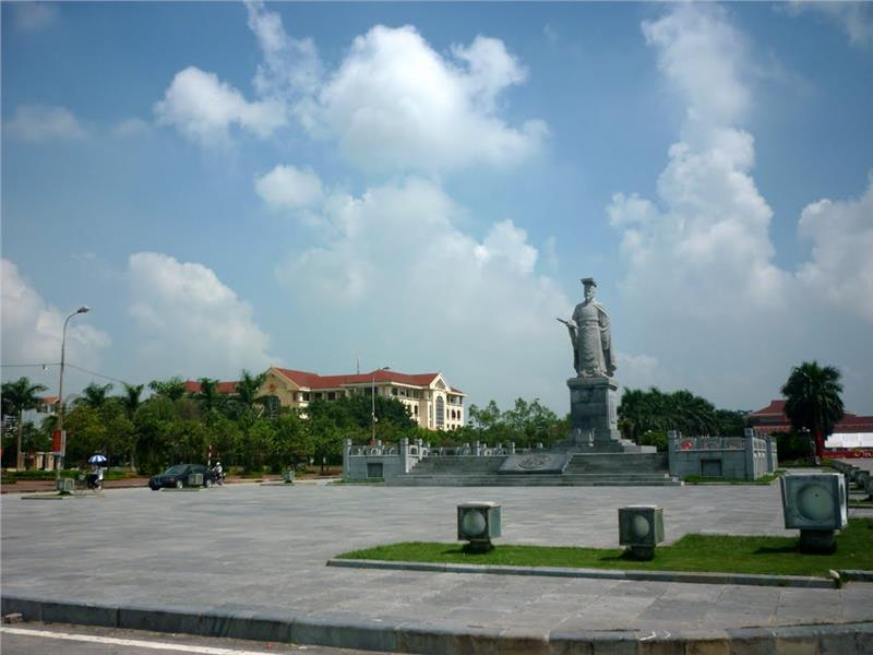 Ly Cong Uan Statue in Bac Ninh City
