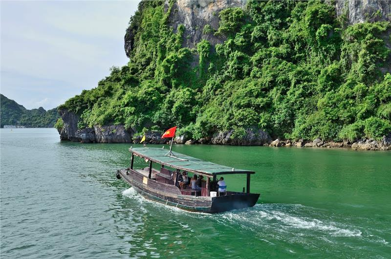 Explore Cong Do Island