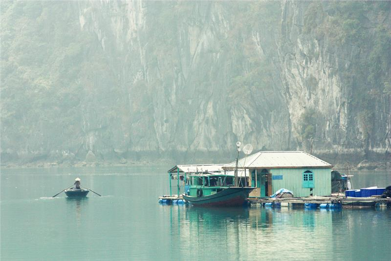 Daily life in Vung Vieng fishing village