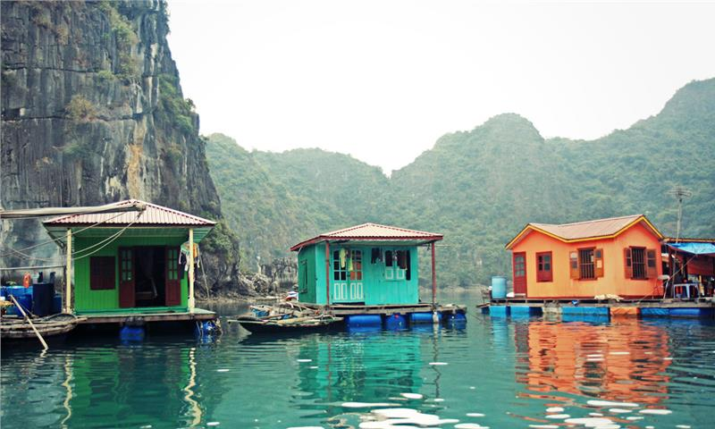 Floating houses in Vung Vieng fishing village