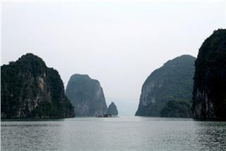 Bai Tu Long Bay rendezvous for beach lovers