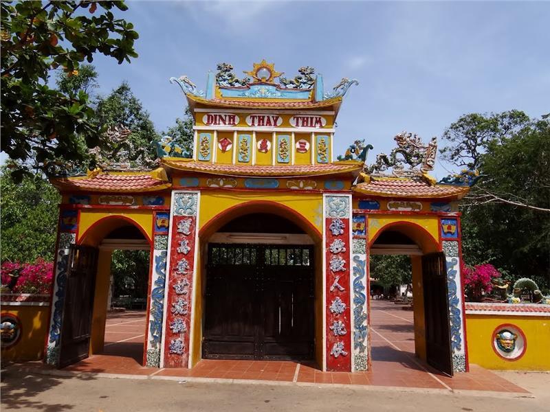 Dinh Thay Thim -  Gate