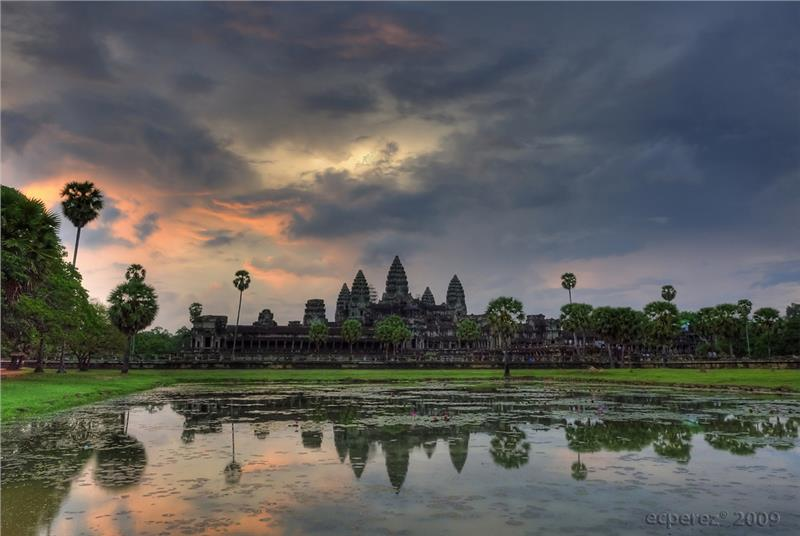 Cambodia travel to explore mysterious Angkor Wat
