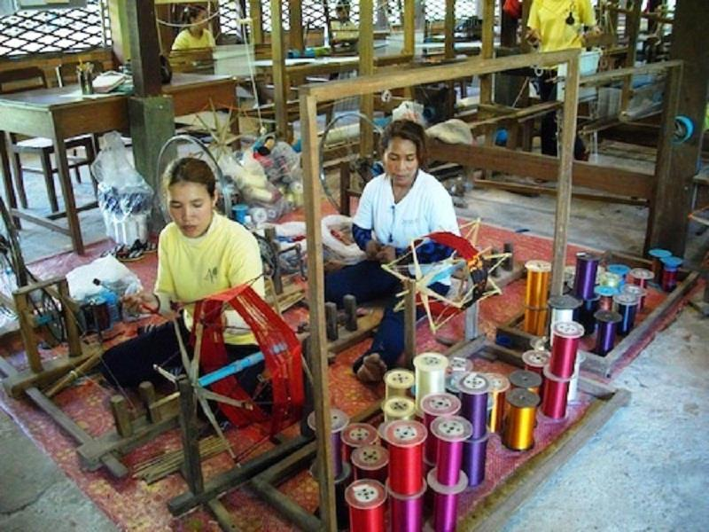 Exploring the traditional silk weaving in Cambodia