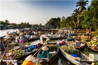5 unique floating markets in Mekong Delta
