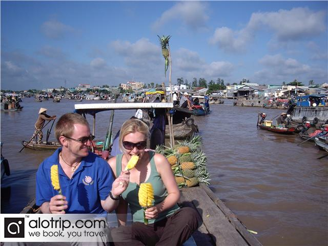 traveling to Cai Rang Floating Market