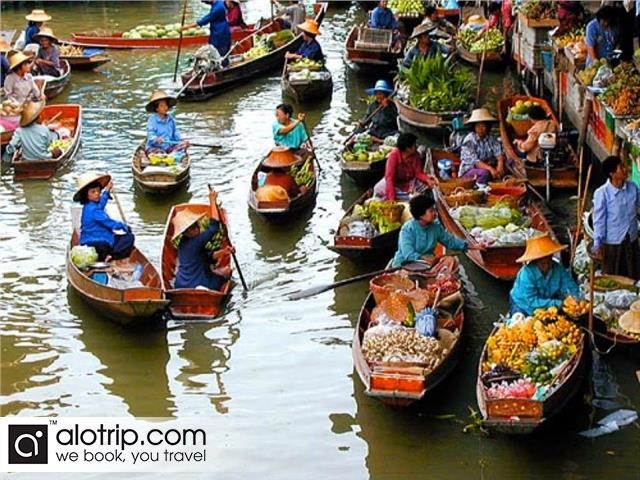 a small corner of Cai Be Floating Market