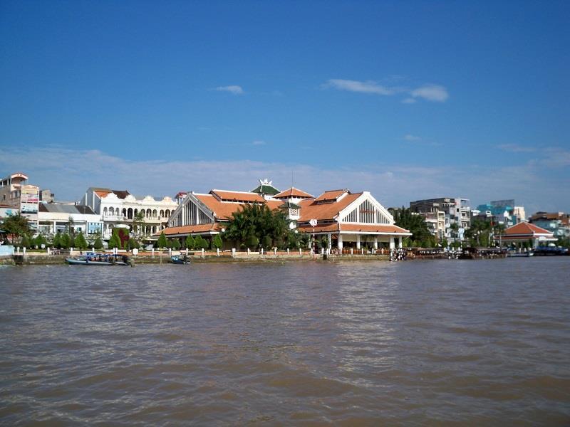 Chợ Cần Thơ bên bến Ninh Kiều
