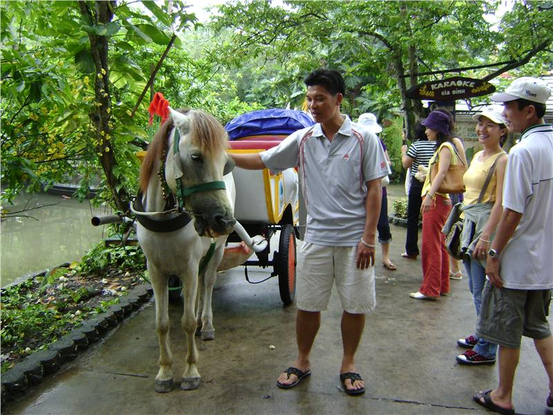 Tourists to My Khanh Village - Can Tho