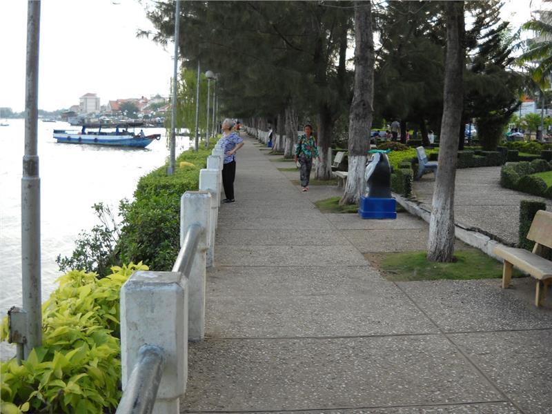 Ninh Kieu Pier in morning
