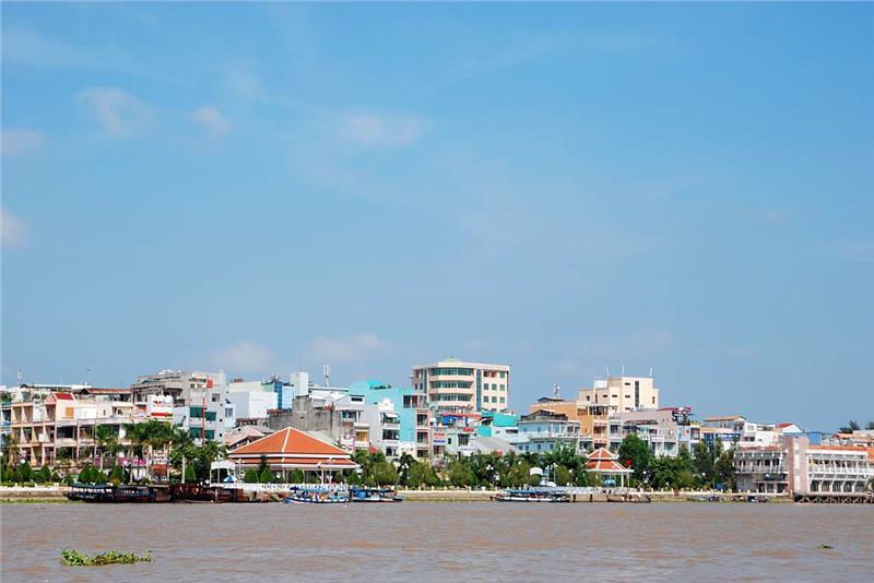 Ninh Kieu Pier seen from afar