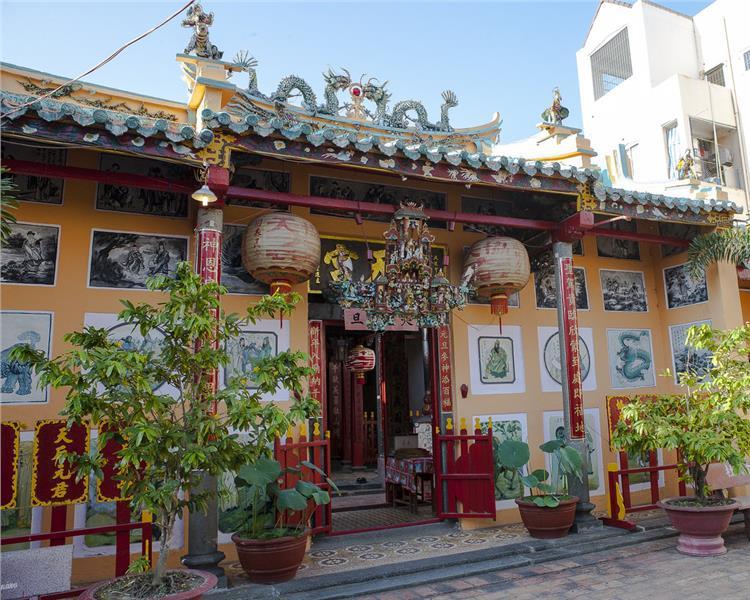 Facade of Ong Pagoda