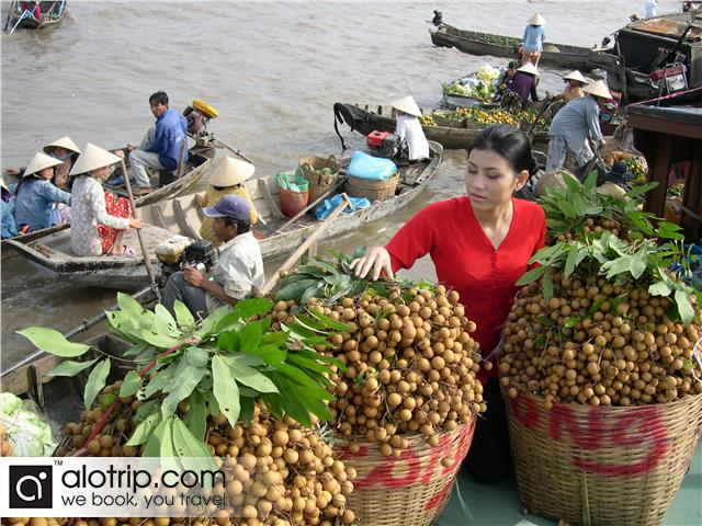 a corner of Phung Hiep Floating Market