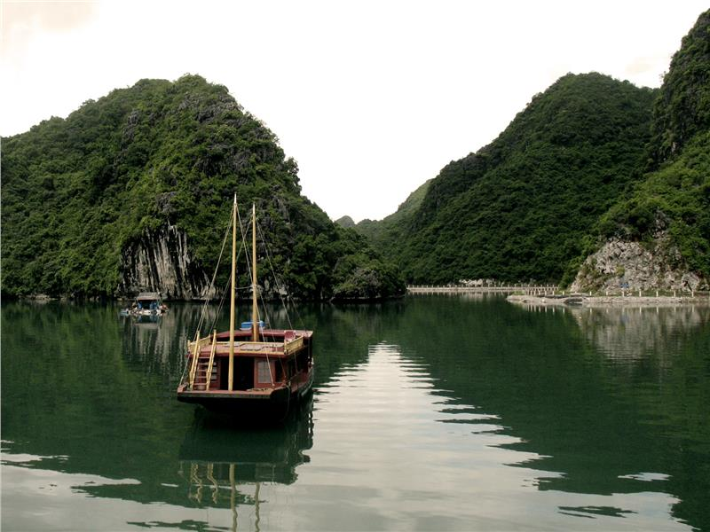 Vietnam travel to Cat Ba Island