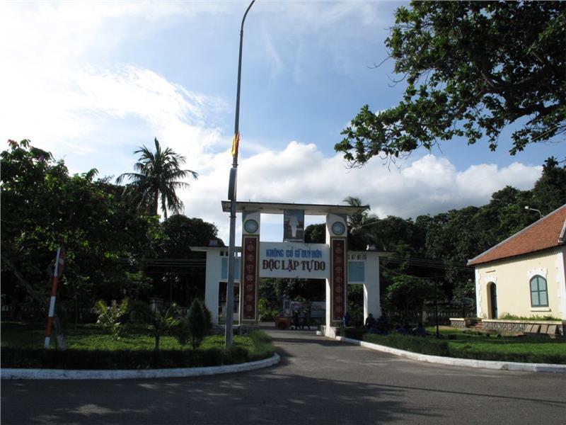 Con Dao Museum - Gate