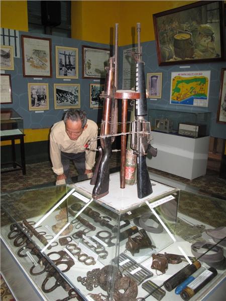 Con Dao Museum - war artifacts
