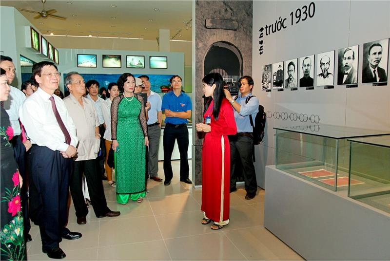 Visitors to Con Dao Museum