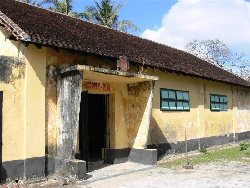 Rice-milling cellar at Phu Hai Prison