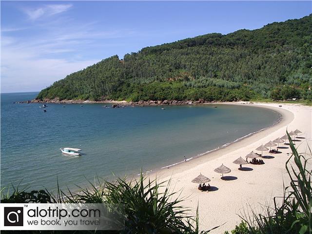 an attractive corner of My Khe Beach