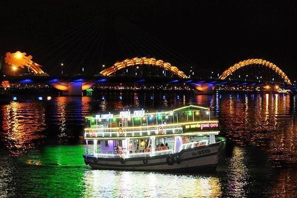 Du thuyền trên sông Hàn tại Đà Nẵng