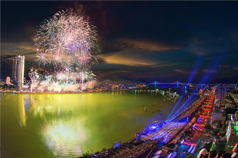 Best places to join fireworks festival in Da Nang 2015
