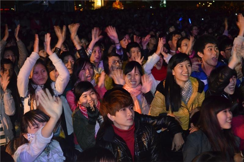 Da Nang citizens gather and welcome the New Year Eve together