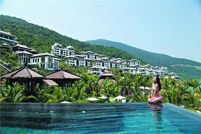 InterContinental Danang Sun Peninsula - Swimming pool