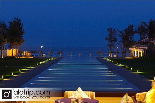 Center by night of Pullman Beach Resort