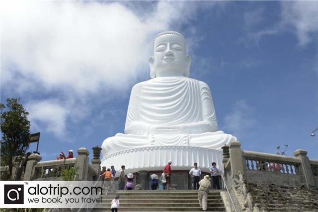 Sakyamuni Buddha's monument  in  Ba Na Hills
