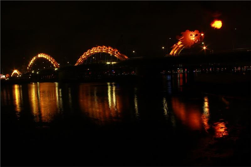 Dragon Bridge at night