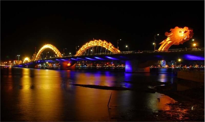 Dragon Bridge by night