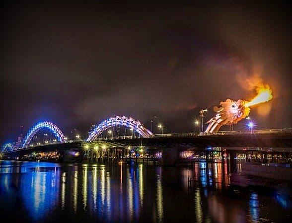 Dragon Bridge spouts fire at night