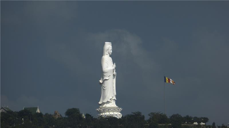 Quan Am statue in Linh Ung Pagoda