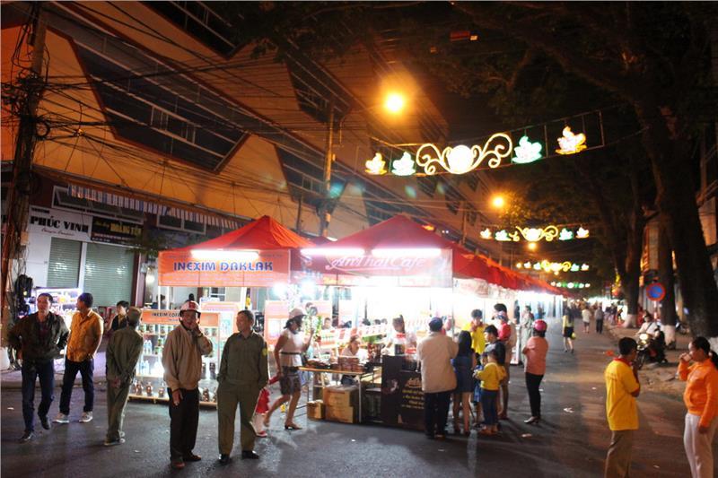 Y Jut walking street during Buon Ma Thuot Coffee Festival 2015