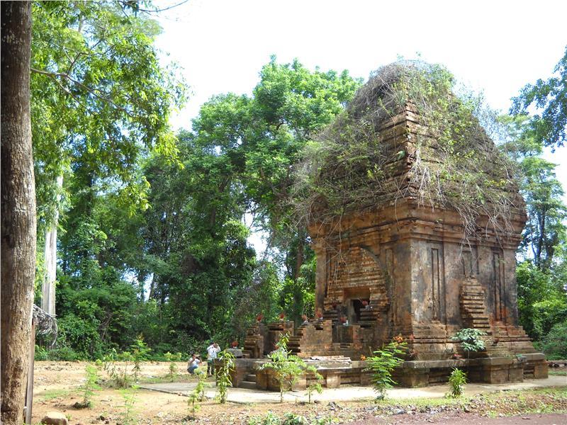 Cham tower Yang Prong in Ea Sup, Dak Lak