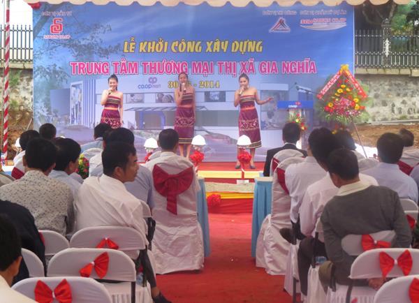 Peformances in the groundbreaking ceremony
