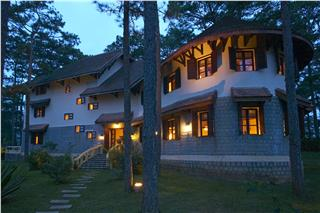 Ana Mandara Villas Dalat offers discount in the festive season