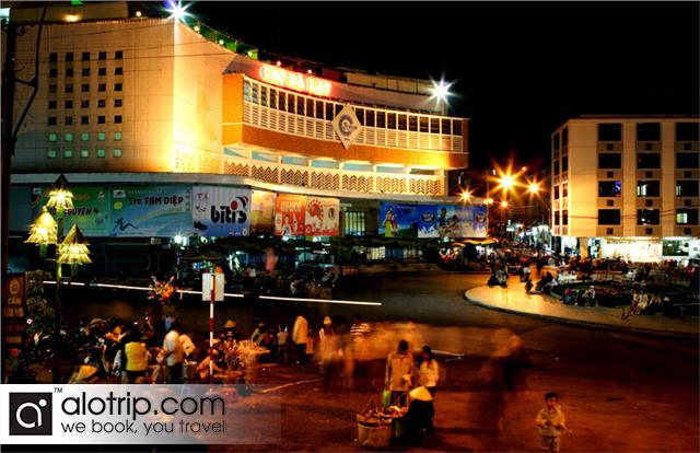 Da Lat Market by Night
