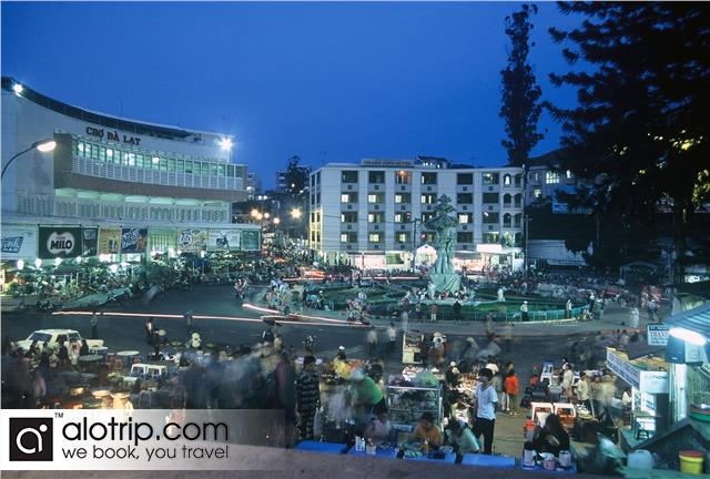 Da Lat Market by Night