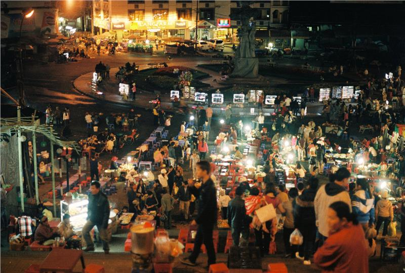 Dalat market at night