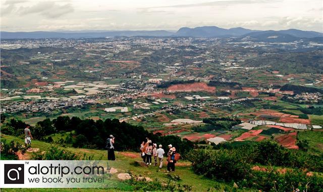 take nice photos in the road to  Lang Biang Mountain