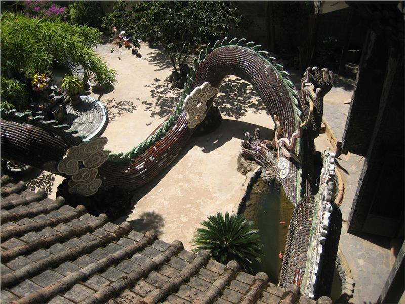 Dragon outside the Linh Phuoc Pagoda
