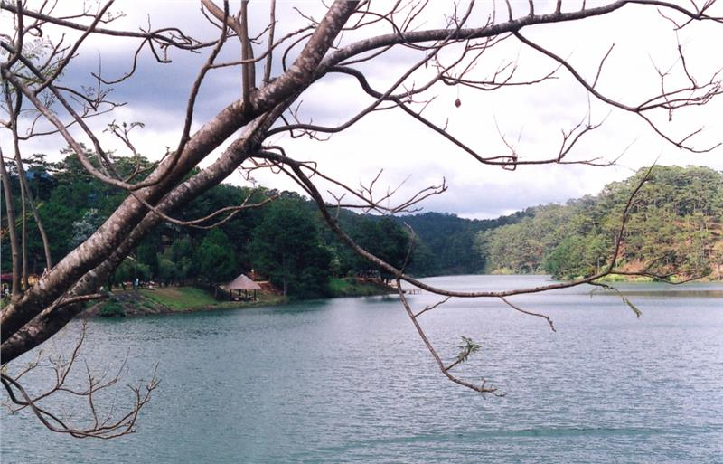 Tranquil scenery on Than Tho Lake