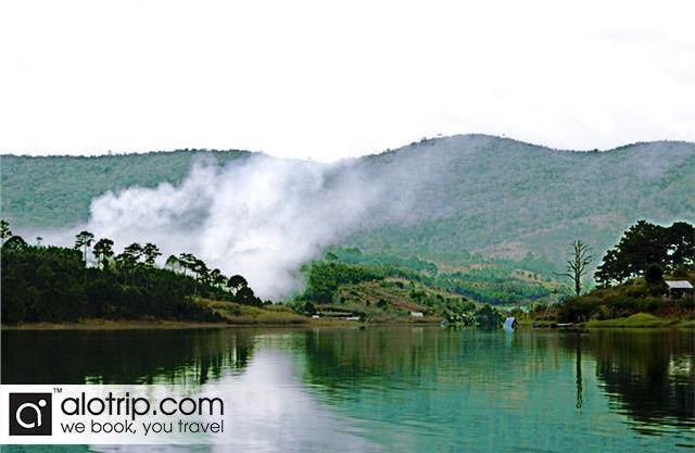 Tuyen Lam Lake panorama