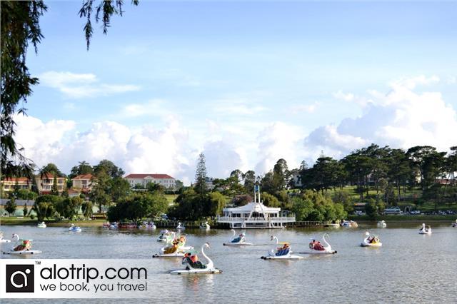 Relaxing in Xuan Huong Lake