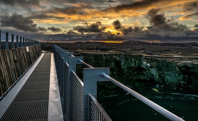 Cầu Bridge Between Continents