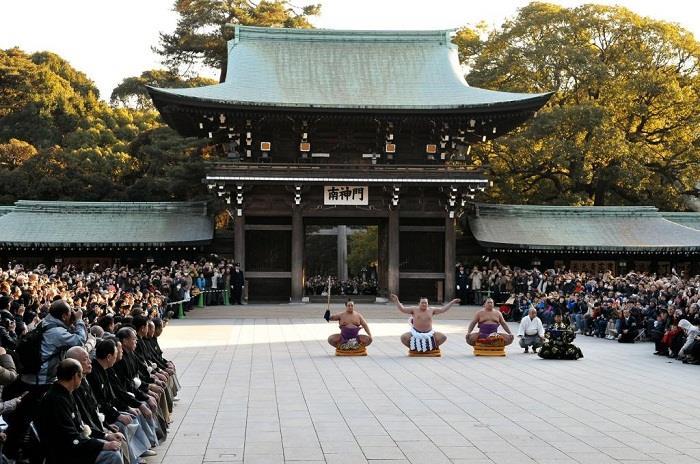 Lễ hội tại đền thờ Thiên Hoàng Minh Trị