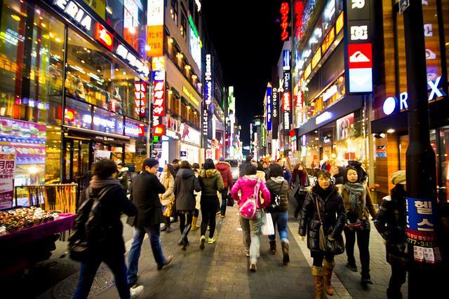 Thành phố Seoul tấp nập và sôi động khi đêm về