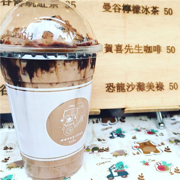 Thưởng thức trà sữa ở chợ đêm Sĩ Lâm